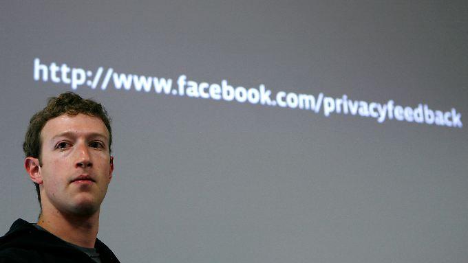 Andrew Keen wirft Facebook-Gründer Mark Zuckerberg (im Bild) Doppelmoral vor.
