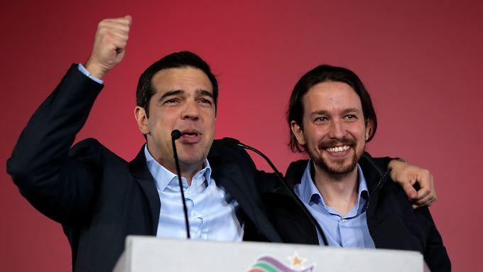Alexis Tsipras und Pablo Iglesias - der Spanier will es dem Griechen gleichtun und die Wahlen in seinem Land gewinnen. Die Chancen stehen bestens.
