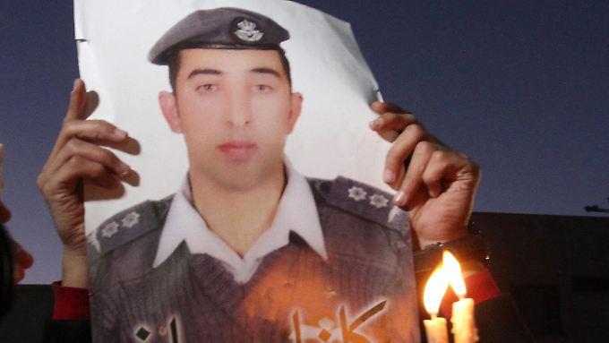Weltweites Entsetzen: IS verbrennt jordanischen Piloten bei lebendigem Leib