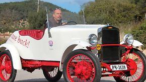 Diesen mehr als 90 Jahre alten Loryc hat Charly Bosch mit einem Elektroantrieb ausgestattet und nimmt den Oldie als Vorbild für ein neues Modell. Foto: Thomas Geiger
