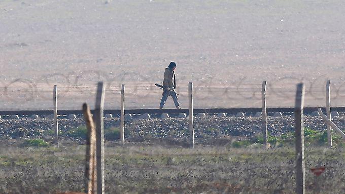 IS-Kämpfer in Tal Abjad: Die Kurden eröffnen eine neue Front gegen die Dschihadisten.