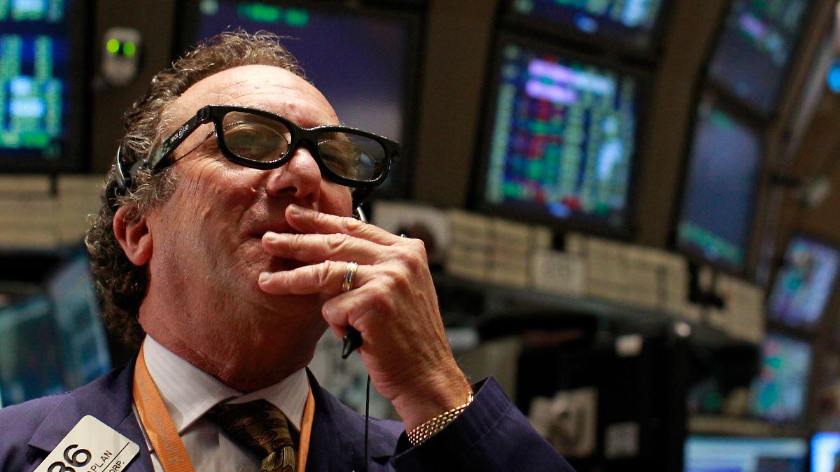 a: Die Aktien namhafter Unternehmen wie General Electric und Microsoft werden an bedeutenden Börsen wie der New York Stock Exchange (NYSE) und der Nasdaq gehandelt.