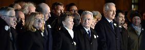 Rechte fliegen über Dresden: Gauck erinnert an deutsche Kriegsschuld