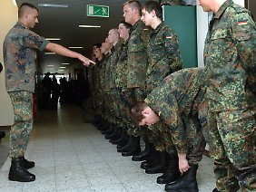 Es gibt bereits eine Taskforce für die Einkleidung der Soldaten.
