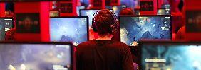 Unter den drei Internetsüchten ist die Abhängigkeit von Computerspielen am häufigsten. Die Cybersex-Sucht rangiert auf Platz zwei, die Abhängigkeit von sozialen Netzwerken holt auf.