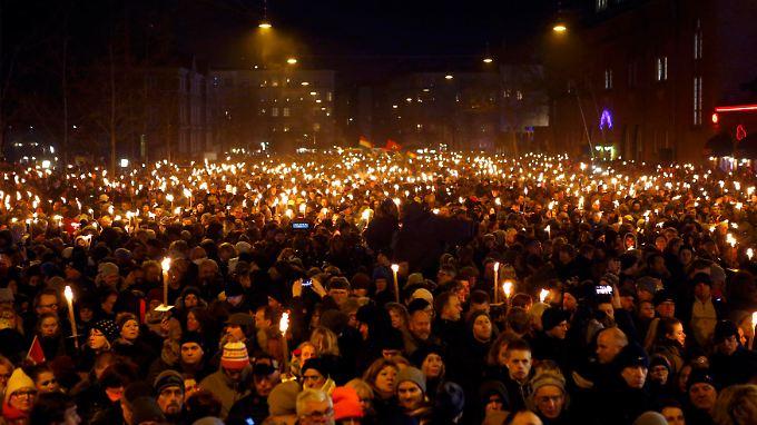 Mindestens 30.000 Menschen auf Kopenhagens Straßen demonstrierten Zusammenhalt statt Angst.