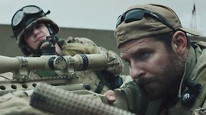 Bradley Cooper spielt Chris Kyle, den US-Scharfschützen mit den meisten Abschüssen.