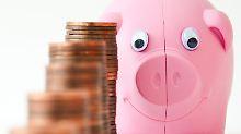 Bei extremen Niedrigzinsen gibt es hierzlande für Sparer nicht viel zu holen.