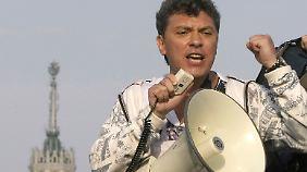Nemzow bei den Protesten 2012