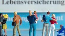 Für Familien, die im Todesfall eine Absicherung für die Hinterbliebenen wünschen, kann sich eine Risiko-Lebensversicherung auszahlen. Foto: Jens Büttner