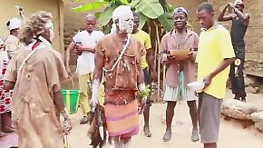 Tödlicher Aberglaube in Guinea: Schamanen sollen Ebola-Virus austreiben