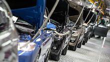 BMW-Fahrzeuge der 4er Reihe im Dingolfinger Werk.