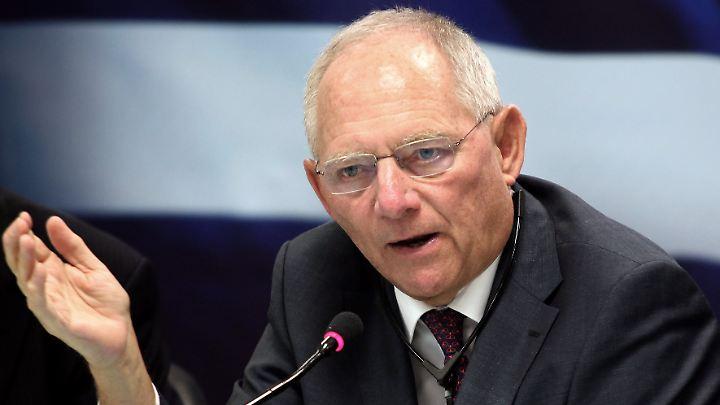 """Wenn der Beitritt zur Eurozone zu früh erfolge, """"hat man Probleme"""", sagt Schäuble."""