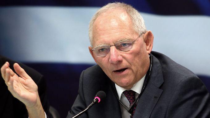 """""""Europa bleibt bereit, Griechenland zu helfen, aber Griechenland muss sich helfen lassen. Das Problem ist nicht dadurch zu lösen, dass man andere zu Sündenböcken macht"""", sagt Wolfgang Schäuble."""