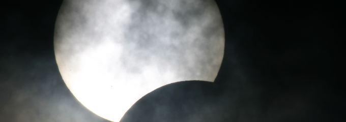 Wenn sich der Mond vor die Sonne schiebt, zittern die Netzbetreiber in Deutschland.