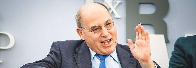 Gregor Gysi sagt, die Ansprüche der Griechen auf eine Rückzahlung seien berechtigt.