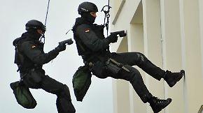 Zwischen Polizei und GSG 9: De Maizière will Anti-Terror-Einheit gründen