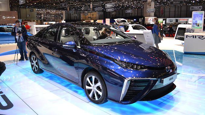Den wasserstoffgetriebenen Mirai stellte Toyota auch auf dem Autosalon in Genf vor.