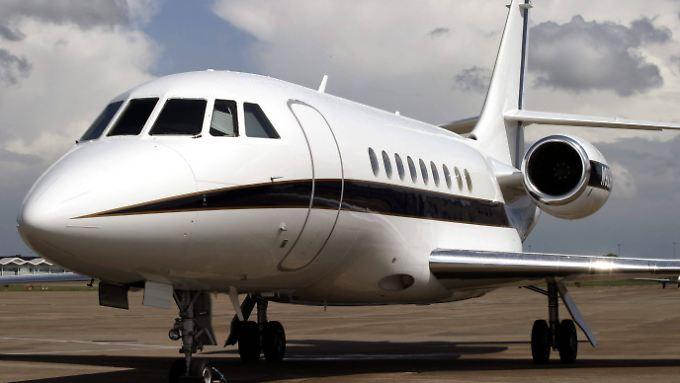 Im schicken Businessjet Falcon 2000 kostet ein Flug von Düsseldorf nach Berlin rund 8000 Euro.
