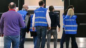 Mitarbeiter am Flughafen in Düsseldorf