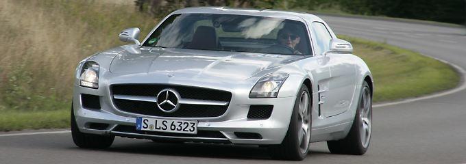 Der Mercedes SLS lässt Klassikerherzen höher schlagen.