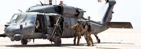 """Seilwinde, Zusatztanks, Infrarotkamera: Die """"Pave Hawks"""" der US Air Force sind für Such- und Rettungsaktionen speziell ausgerüstet."""