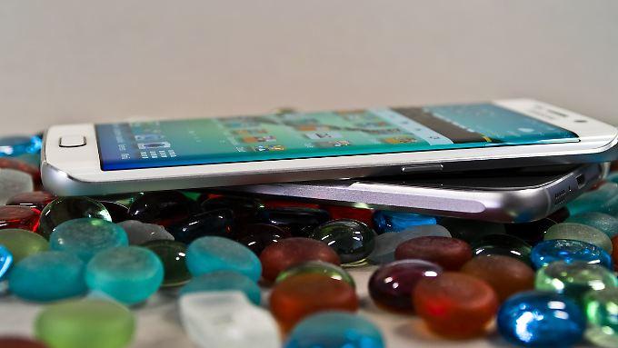 Das Samsung Galaxy S6 und das S6 Edge.