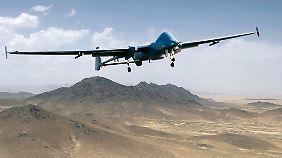 Die USA beschossen gleich mit mehreren Drohnen Mansurs Fahrzeug.