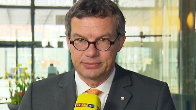 """Schäden durch Sturmtief """"Niklas"""": Deutsche-Bahn-Sprecher Stauß zu Zugausfällen und Störungen"""