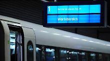 Warten auf den ICE: Im Juni warenmehr als 25 Prozent aller Züge nicht planmäßig.