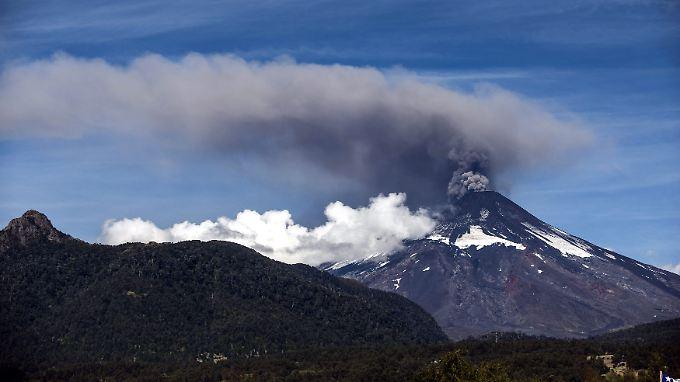 Gefährlicher Riese: Der Gipfel des Villarica umgibt sich über Ostern mit einem Schleier aus Asche.