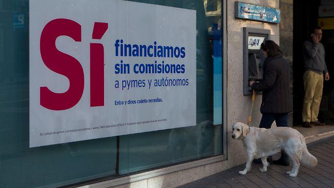 """Mit Finanzierungen """"ohne Kommission"""" will diese Bank unter anderem Selbständige unterstützen. Die EU-Kommission prüft, ob Spanien seinen Banken mit unerlaubten Steuerregeln half."""