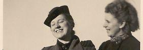 Claras schönste Zeit: mit einer Kollegin in Deutsch-Krone um 1941. Am Revers trägt sie das goldene HJ-Abzeichen.