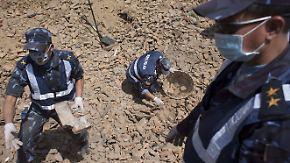 Weitere Erdbeben-Überlebende: Nepal braucht dringend mehr Hubschrauber