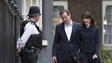 Klarer Wahlsieger: David Cameron mit Frau Samantha am Morgen nach der Wahl.