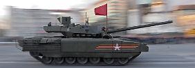 Fast 100 Kilometer pro Stunde ist der neue T-14 schnell. Am meisten protzt das 55 Tonnen schwere Fahrzeug aber mit seinen Waffensystemen.