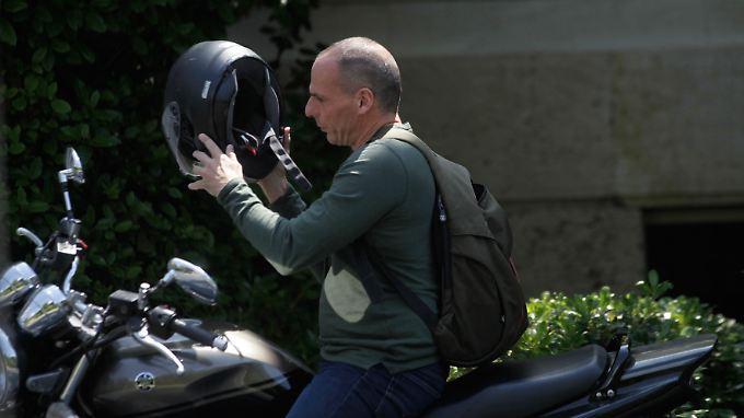 Unkonventionell ist nicht nur, wie der griechische Finanzminister Yanis Varoufakis sich fortbewegt.