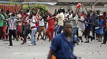 Präsident kann nicht in sein Land: Wie es zum Putsch in Burundi kam