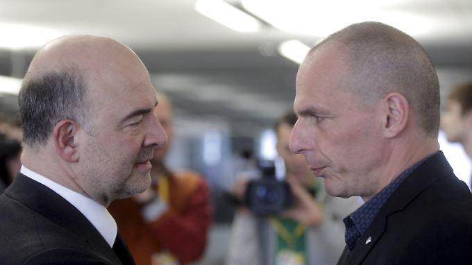 Griechenlands Finanzminister Yanis Varoufakis (r.) im Gespräch mit seinem spanischen Amtskollegen Luis de Guindas Jurado.