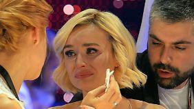 Gagarina mit Tränen in den Augen bei der Verkündung der Ergebnisse.