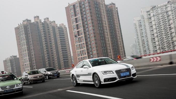 Zur CES Asien fährt ein Audi A7 Technikträger pilotiert durch Shanghai.