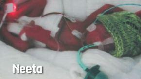 Kleine Hochrisikopatienten: 65-jährige Vierlingsmutter zeigt Bilder ihrer Babys