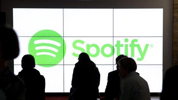 Spotify-Anteile werden bislang nicht an einer Börse notiert. Das soll sich Berichten zufolge im kommenden Jahr ändern.