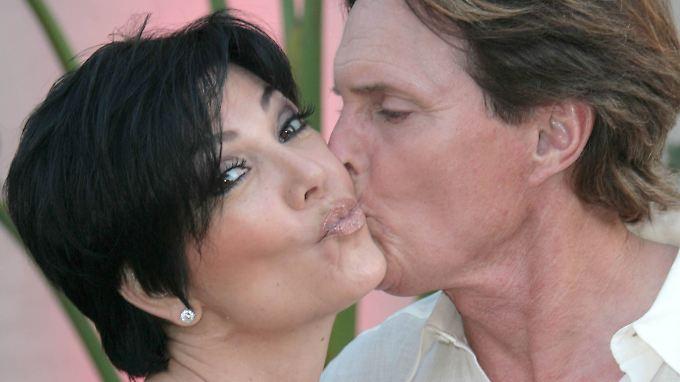 Bruce Jenner mit Ehefrau Kris: Dieses Bild ist nicht einmal 10 Jahre alt, und doch liegen Welten zwischen damals und heute.