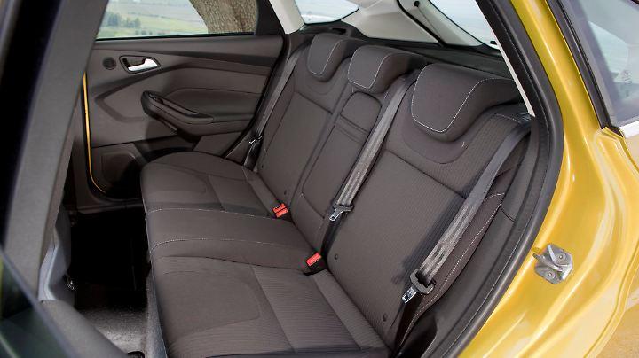 Trotzdem der Focus etwas länger ist als der Golf, kann er im Innenraum nicht mehr Platz bieten.
