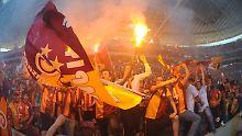 Nur noch selten ist solch ausgelassene Stimmung - wie hier bei Galatasaray - in türkischen Stadien zu erleben.