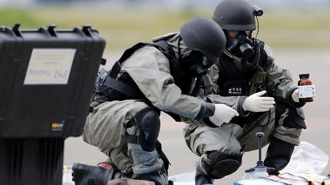 Soldaten bei einer Strahlenschutzübung.