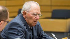 Zuversicht sieht anders aus: Schäuble in Brüssel.