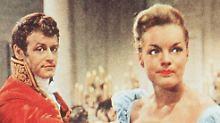 """Lohner mit Romy Schneider in dem Film """"Die schöne Lügnerin"""" von 1959."""