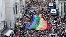 """Friedliches, farbenfrohes Fest: Die """"Gay Pride"""" in Istanbul."""